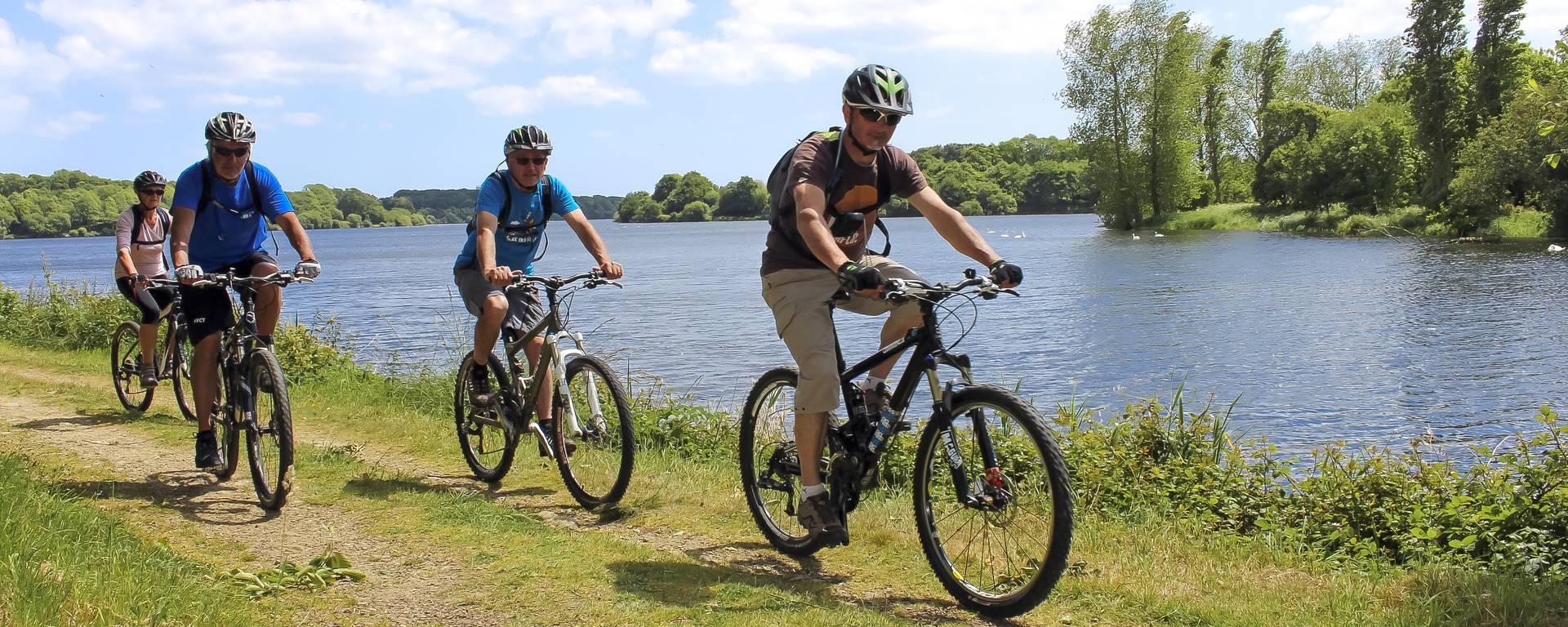 Mountainbike-Rundfahrt am Teich Etang du Moulin Neuf im Pays Bigouden ©E-Cléret