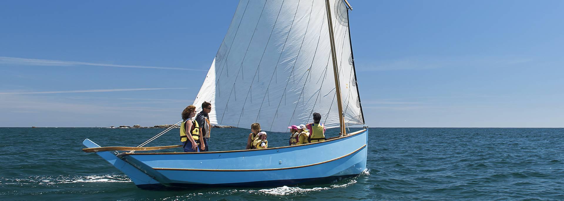 Hoisting the sails, Pays Bigouden © Jakez Le Gall
