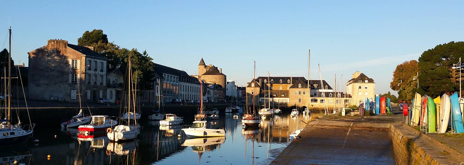 Le patrimoine du Pays Bigouden - chateau et pont habité de Pont-l'Abbé © E Cléret
