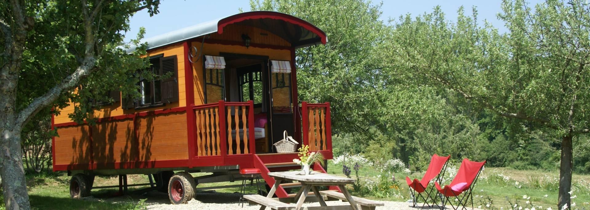 Séjour en roulotte - Le Bonheur Côté Pré à Plonéour-Lanvern