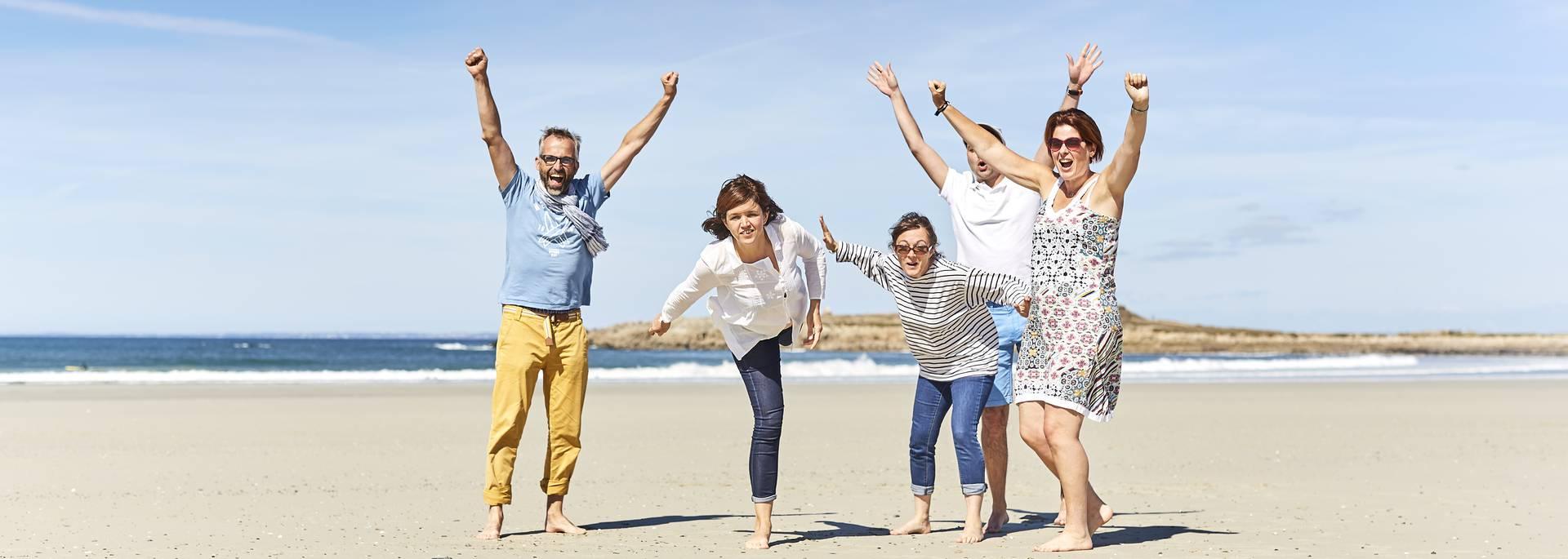 Jeux sur la plage de Pors Carn ©Alexandre Lamoureux
