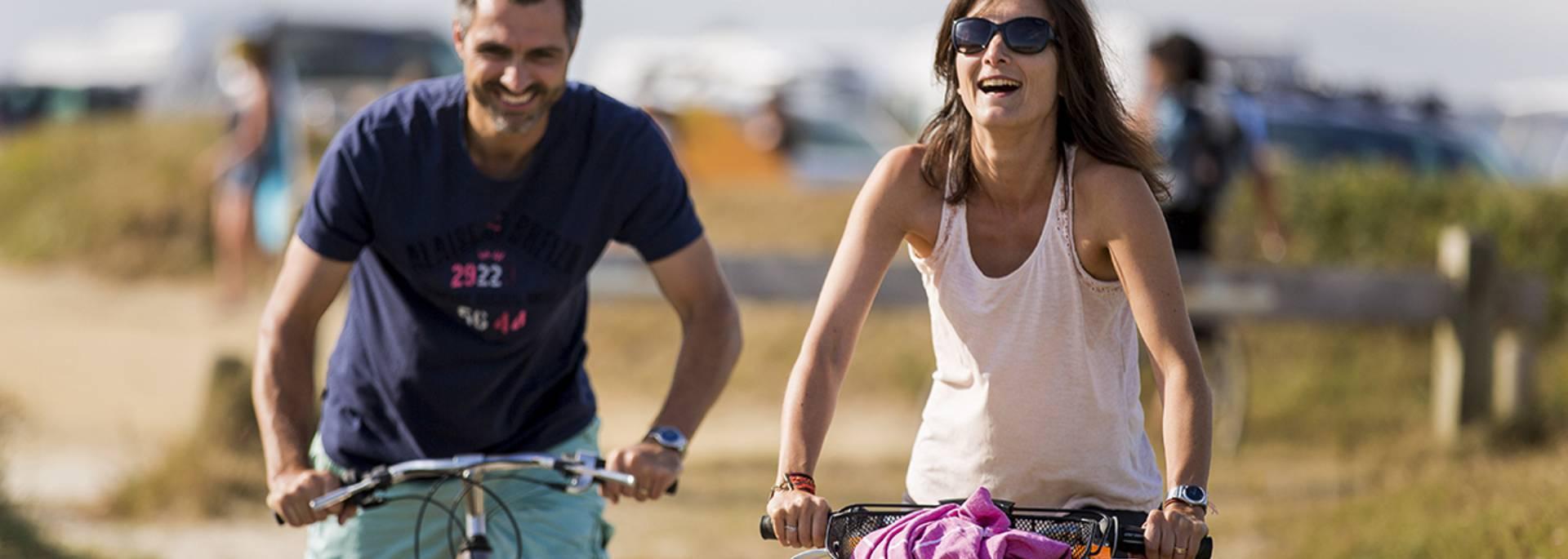 Balade à vélo sur la véloroute en Haut Pays Bigouden © Y Derennes
