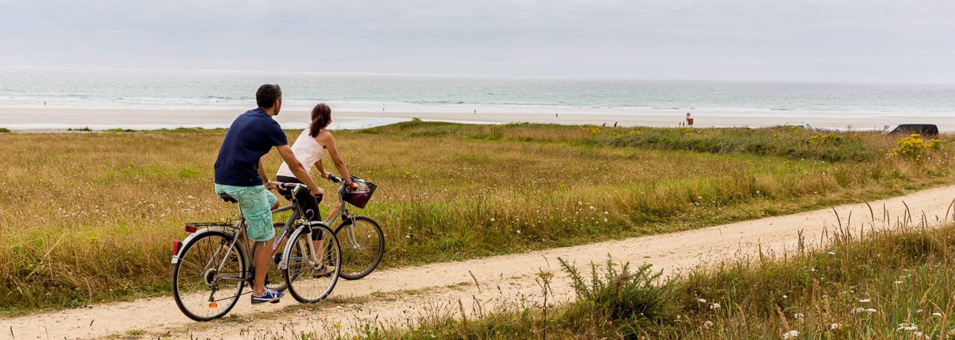 à vélo le long de la Baie d'Audierne © Y Derennes