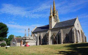 Historic Pays Bigouden - Tronoën chapel and calvary © E Cléret