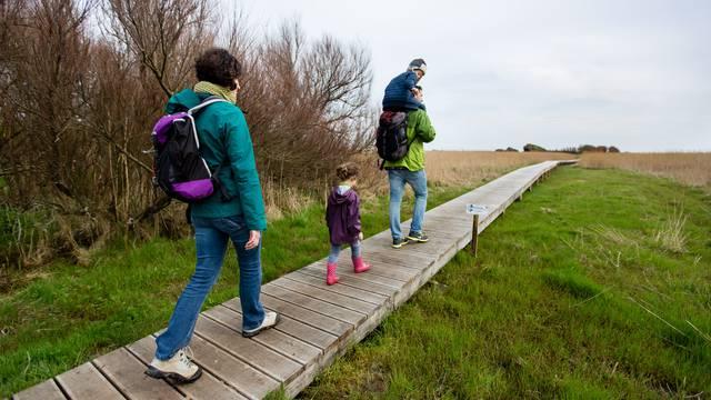 A family walk in Pays Bigouden © Y Derennes