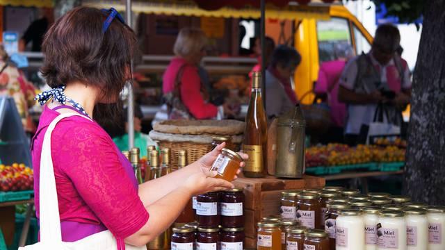 Markets in Pays Bigouden © E Cléret