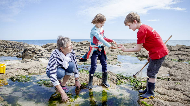Pêche à pied en famille en Pays Bigouden © G Prié