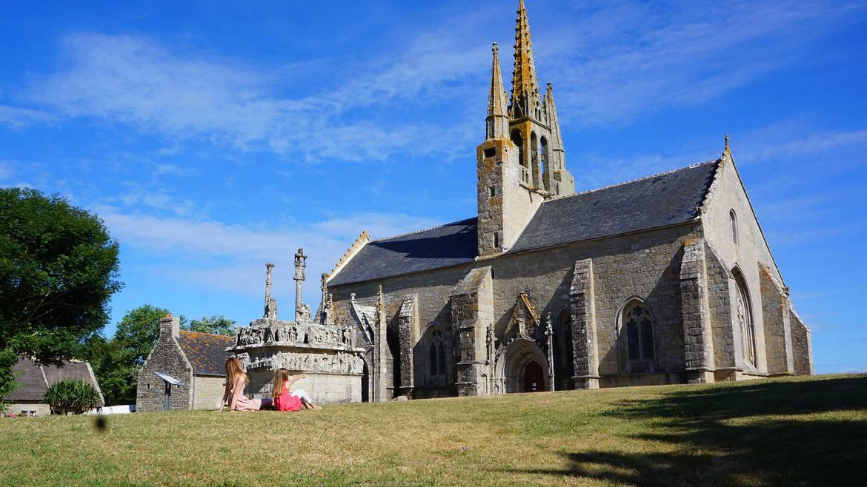 le patrimoine du Pays Bigouden - chapelle et calvaire de Tronoën © E Cléret