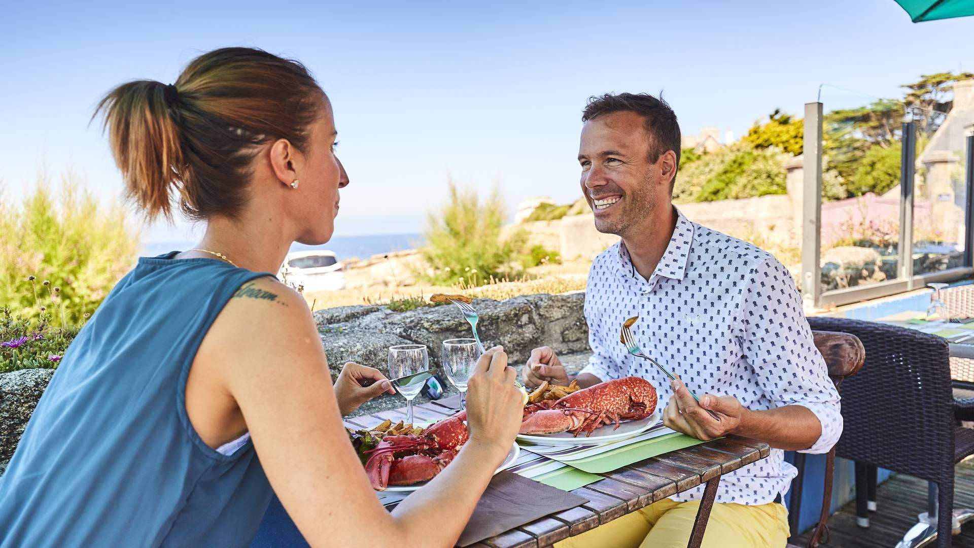 Déjeûner ou dîner en terrasse © A Lamoureux
