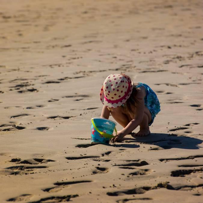 Spielen am Strand im Pays Bigouden © Y Derennes