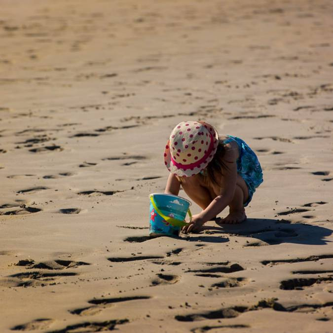 Playing on the beach, Pays Bigouden © Y Derennes