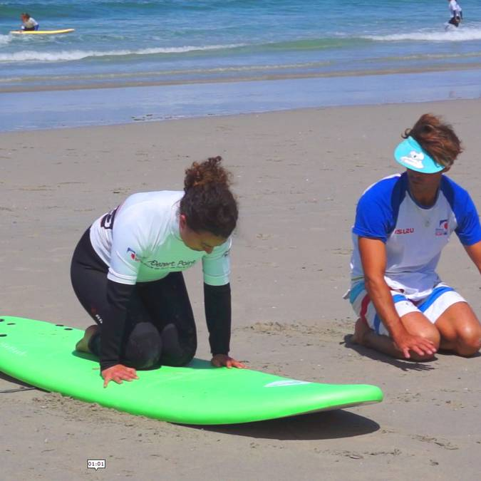 Surfing lesson in Pays Bigouden - getting ready © E Cléret