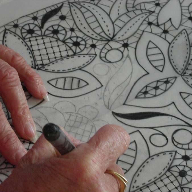 Designing lace for a headdress -  Pays Bigouden © c. Freger