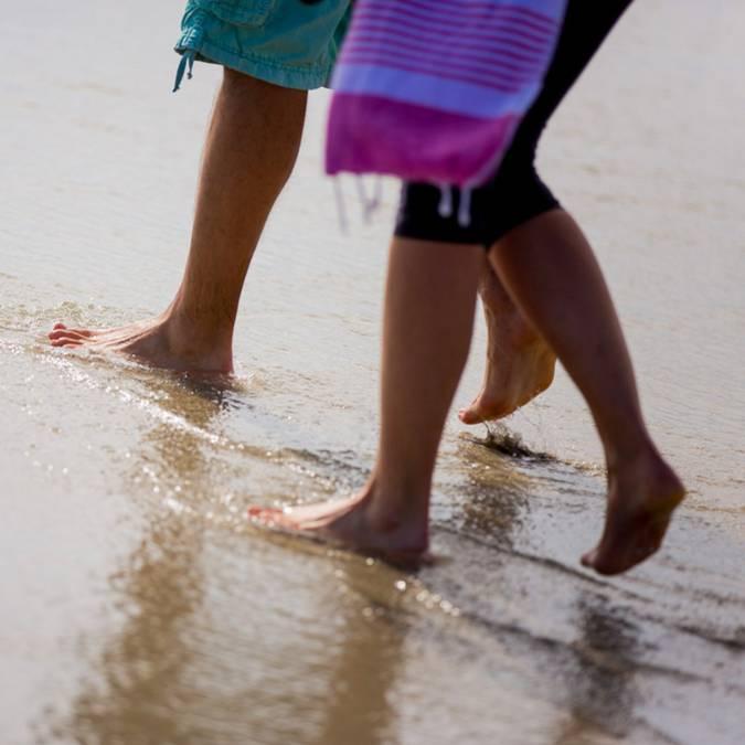 Walking along the beach, Pays Bigouden © Y Derennes