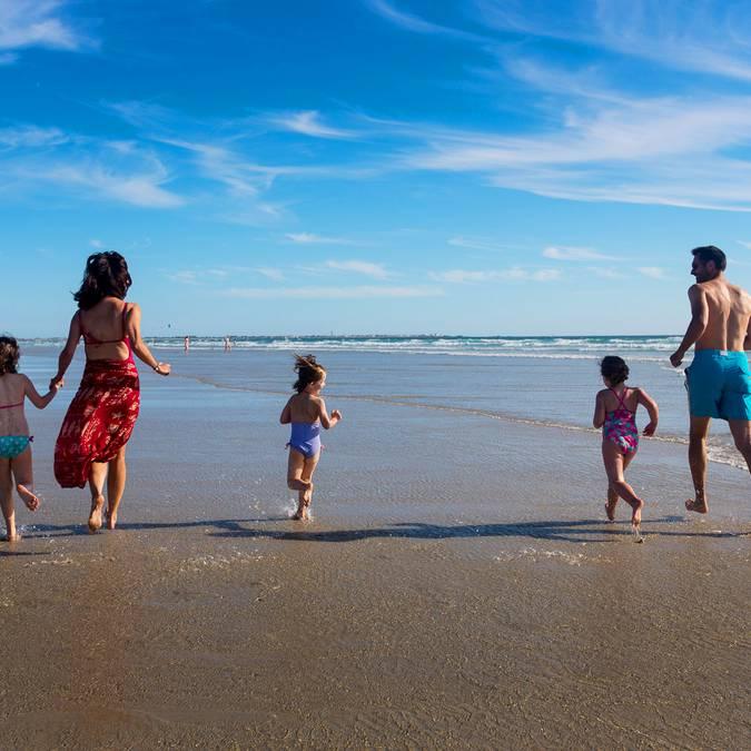 Mit der Familie am Strand im Pays Bigouden © Y Derennes