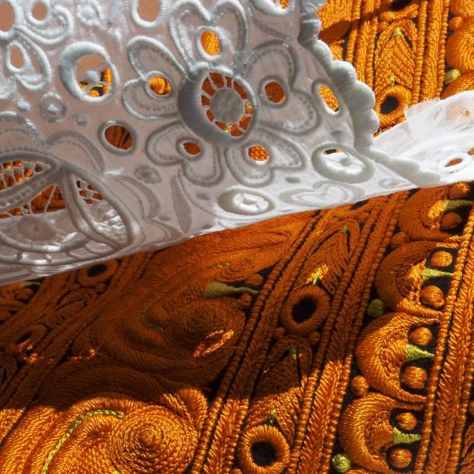 detail de coiffe et costume bigouden © E Cleret